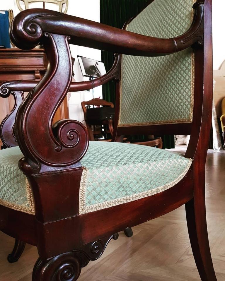 Siège Empire Garniture à l'ancienne, piqué fin.  #maillardtapissierdecorateur #anglure #empire #artisandefrance  #monmetiermapassion #lelievreparis #passementeriesiledefrance