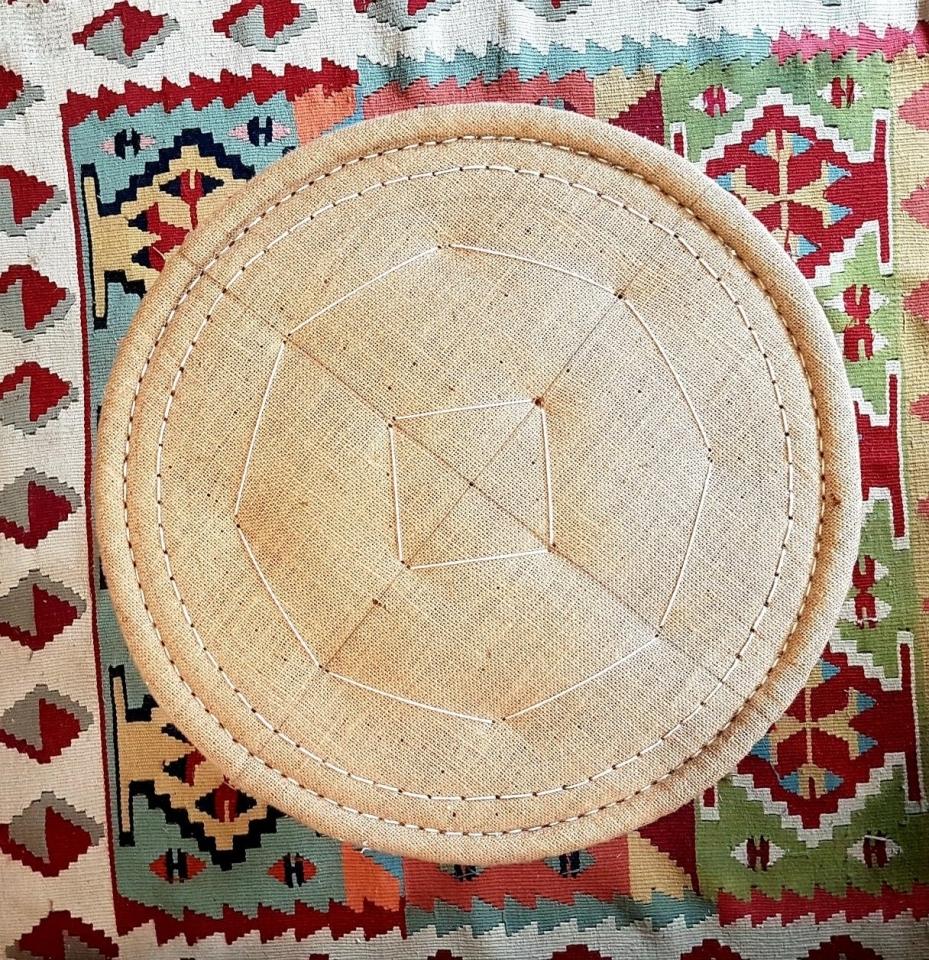 Piquage circulaire sur tabouret. Réfection en crin. Méthode traditionnelle. #maillardtapissierdecorateur